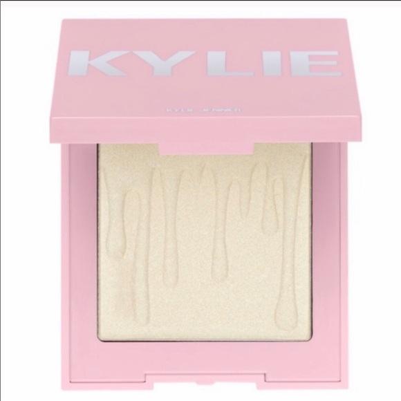Kylie cosmetics highlighter makeup pallet